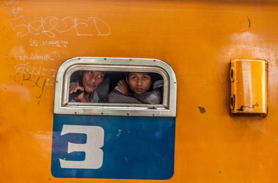 IMG_4470-di-jendela-kereta